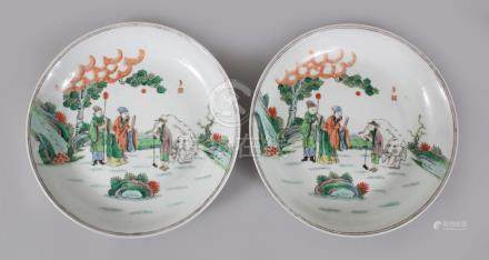 A GOOD PAIR OF 18TH-19TH CENTURY CHINESE FAMILLE CIRCULAR DISHES, painted with three figures and