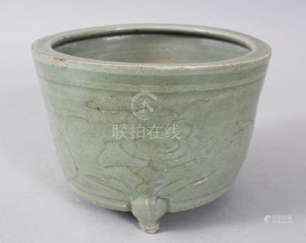 A MING CELADON CIRCULAR PLANTER, with etched sides, on three short legs. 13cms diameter.