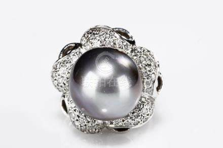 A TAHITI GREY PEARL DIAMOND RING