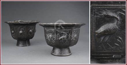 PAIRE DE COUPES FLORIFORMES EN BRONZE A PATINE BRUNE Chine, Dynastie Yuan ou Mi