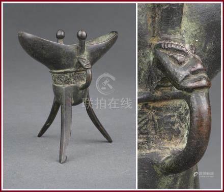 PETITE VERSEUSE RITUELLE ARCHAÏSANTE TRIPODE, JUE Chine, Dynastie Ming, Epoque