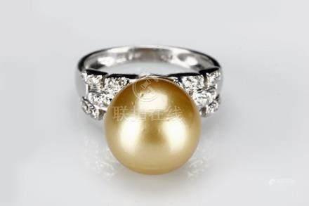 AN AUSTRALIAN SOUTH SEA GOLDEN PEARL DIAMOND RING