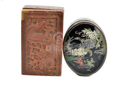 A Japanese cloisonne oval trinket box, foliate decoration to lid, butterflies to sides, 9.2 cm wide;