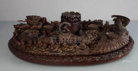 CHINESISCHER TEETISCH / CHINESISCHES TEETABLETT, Tropenholz, geschnitzt und rotbraun lasiert,