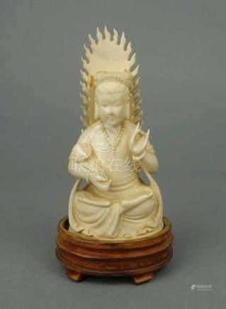 BUDDHA GUANYIN mit Lotusblume / an ivory figure 'Buddha Guanyin with lotus flower', Elfenbein,