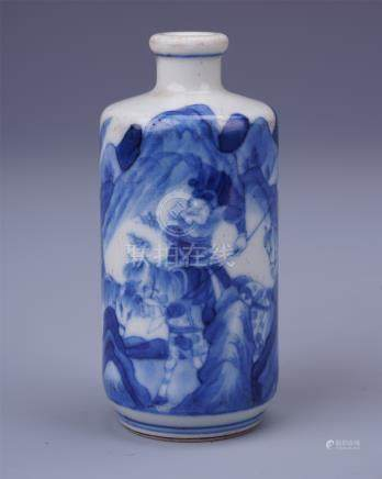 CHINESE PORCELAIN BLUE AND WHITE FIGURES SNUFF BOTTLE