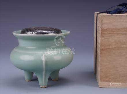 CHINESE PORCELAIN CELADON GLAZE TRIPLE FEET CENSER WITH SILVER LID