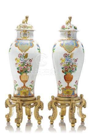 A PAIR OF CHINESE EXPORT ARMORIAL SOLDIER VASES AND TWO COVERS