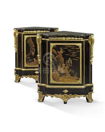 A PAIR OF LATE LOUIS XV ORMOLU-MOUNTED JAPANESE LACQUER ENCOIGNURES