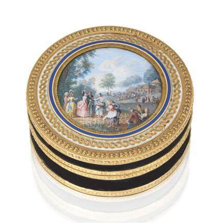 A LOUIS XVI GOLD-MOUNTED TORTOISESHELL BONBONNIÈRE