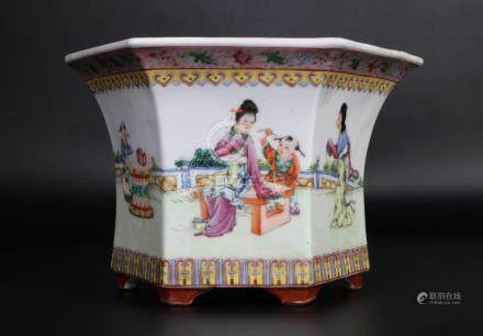 China, Famille Rose Six Edge Plate