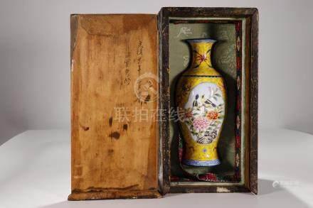 China, Famille Rose Shangping Vase