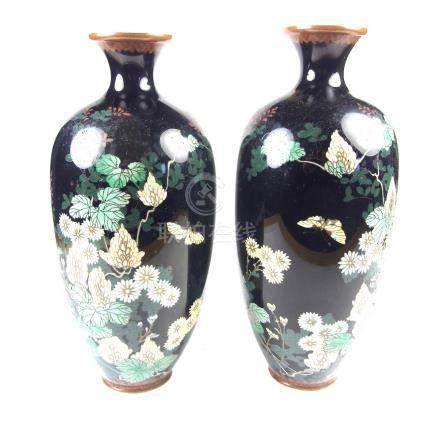 A pair of Japanese cloisonné vases, Meiji period (1868 - 1912).