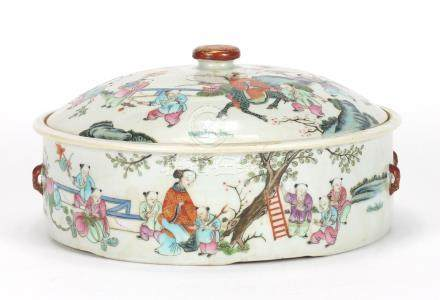 Chinese porcelain pot and cover with twin iron red handles, finely hand painted in the famille