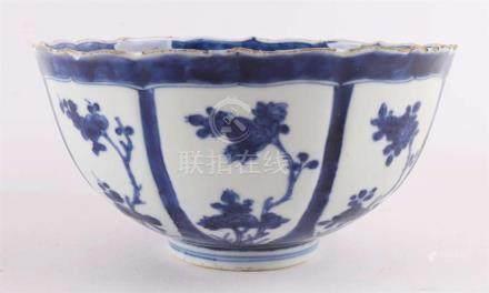 A blue / white porcelain bowl on stand ring, China, Kangxi,