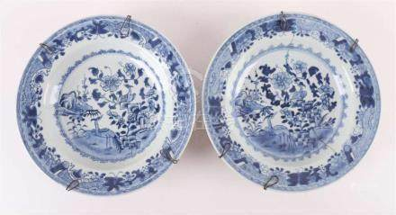 A pair of porcelain plates, China, Qianlong, 18th century.