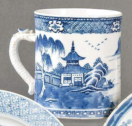 Blue and white cup in porcelain from East India Company, Qin