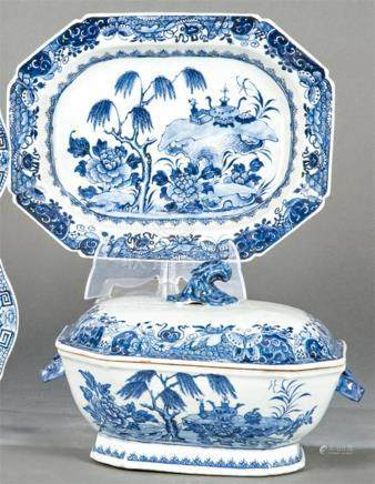 Tureen and tray in blue and white porcelain from East India