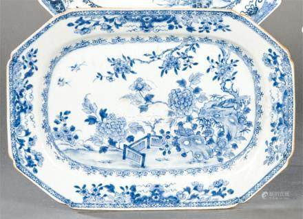 Octagonal dish in blue and white porcelain from East India C