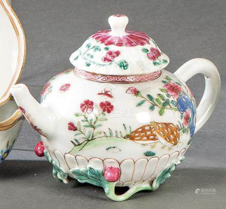 Teapot in Famille Rose porcelain from East India Company, Qi
