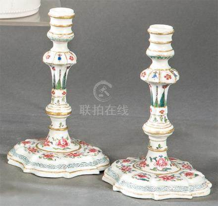 Pair of candelabra in porcelain from East India Company, Fam