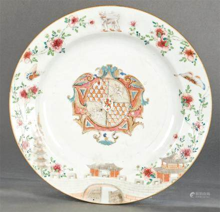 Circular emblazoned dish in porcelain from East India Compan
