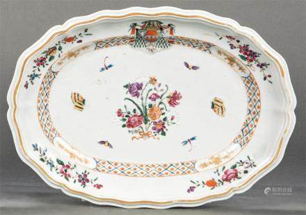 Deep emblazoned tray in porcelain from East India Company, F