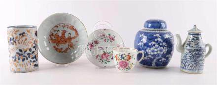 A lot of diverse Japanese and Chinese porcelain, including t