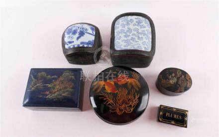 A lot of various boxes and snuff boxes, including lacquerwar