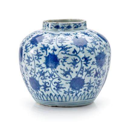 A BLUE AND WHITE 'LOTUS' JAR LATE MING DYNASTY 19.5 cm high