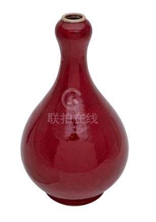 A COPPER-RED GLAZED VASE, 19TH/20TH CENTURY 36 cm high