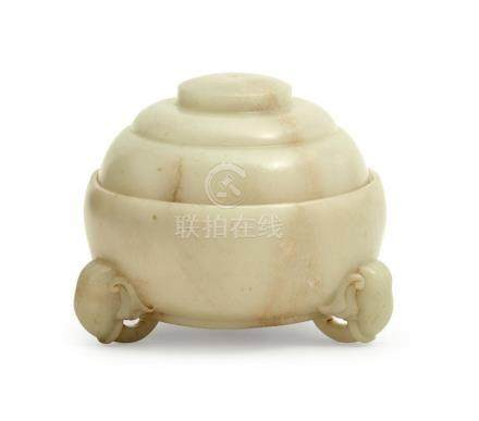 A CELADON JADE COVERED BOWL QING DYNASTY, 19TH CENTURY (3) 1