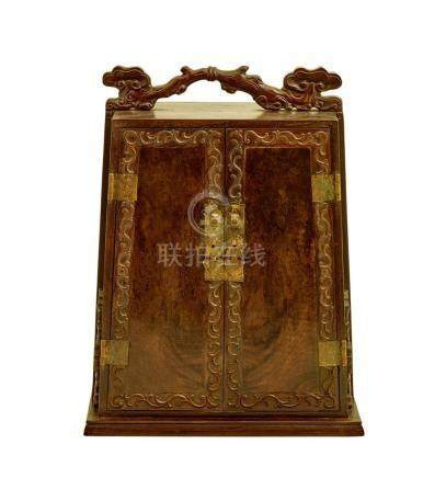 A HARDWOOD TRAVELLING CABINET, 19TH/20TH CENTURY 35.5 cm hig
