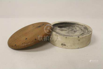 Chinese round inkstone well with wood cover