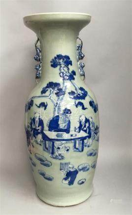 Vase de forme balustre en porcelaine céladon...