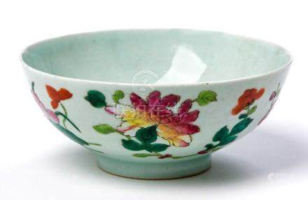 A CHINESE FAMILLE ROSE BOWL, QING DYNASTY, LATE 18TH/EARLY 19TH CENTURY The deep rounded sides