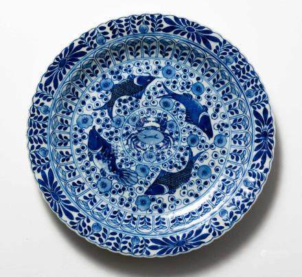 A CHINESE BLUE AND WHITE 'FISH AND FLOWER' PLATE