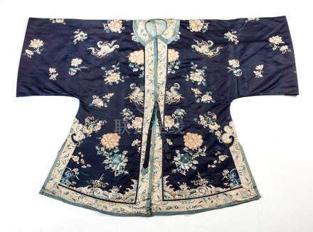 A CHINESE EMBROIDERED LADY'S INFORMAL SHORT JACKET, WAITAO, QING DYNASTY, 19TH CENTURY