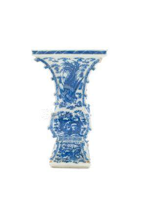 A Chinese blue and white porcelain dragon and phoenix vase, late 19th/early 20th century,