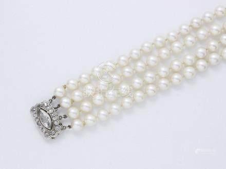 Bracelet articulé composé de 4 rangs de belles…