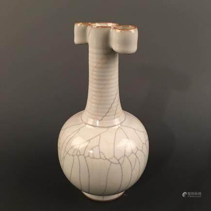 Chinese Ge Type Bottle Vase