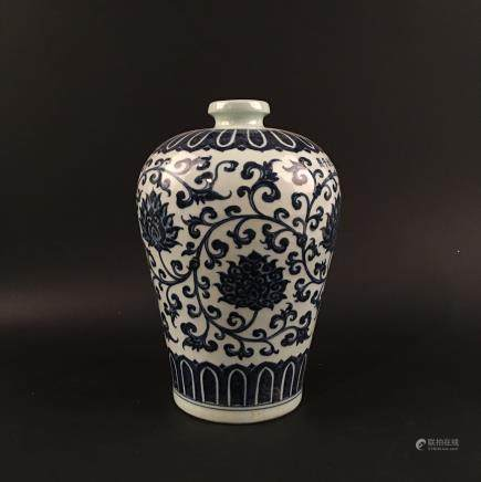 Chinese Blue-White Porcelain 'Lotus' Vase