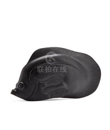 庄南鹏作 寿山墨精石热带鱼「小黑」摆件