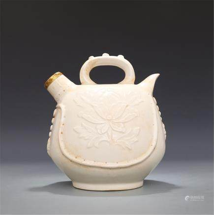 Song Ding kiln Moon white glaze Carved peony pattern Ding Ding Bao Jin lifting pot High 16.00CM Caliber 2.50CM Diameter 14.50CM Bottom diameter 8.60CM