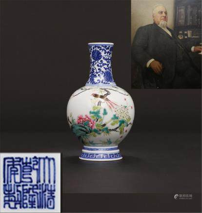 Qing Qianlong Hand-painted blue-and-white pastel flowers and birds Bottle H18.5cm