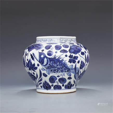 Ming Xuande hand-painted blue-and-white fish algae Specifications: Height 21.30CM Caliber 15.00CM Diameter Diameter 23.50CM Bottom diameter 14.80CM