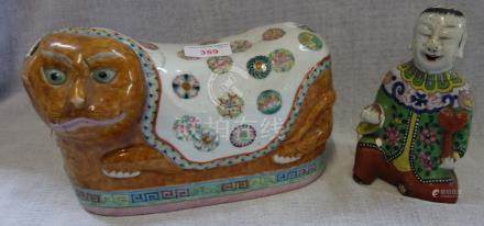 A FAMILLE ROSE 'CAT' PILLOW, QING DYNASTY, 19TH CENTURY, the tabby cat with a cover painted with