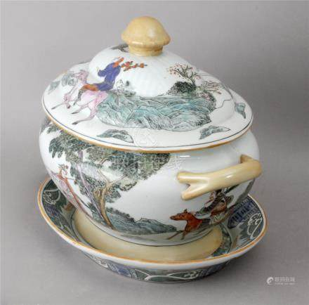 A Chinese tureen circa 1960 in export porcelain probably from Macao