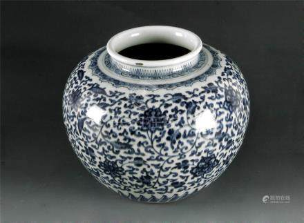 A 19th century Chinese vase in blue and white porcelain