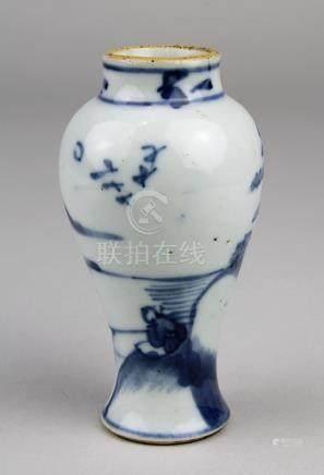 Miniatur Kangxi-Vase, China 1661-1722, Porzellan weißer Scherben, balusterförmiger Korpus frei